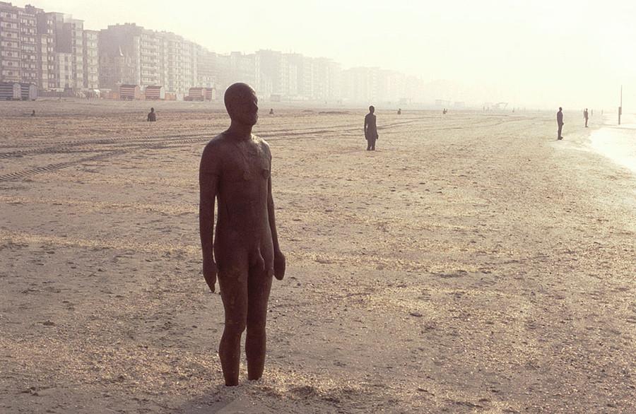 Another Place, instalación artística de Antony Gormley en la playa de Crosby Beach cerca de Liverpool, vista 6