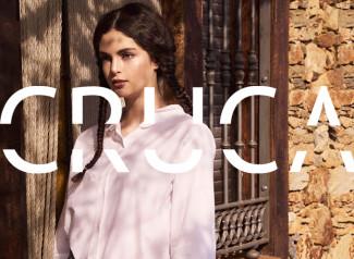 CRUCA es una marca española de moda sostenible. En CRUCA se fusiona el arte y el diseño en cada colección de ropa y complementos. Cruces de las Morenas, su diseñadora, ha presentado recientemente la Colección 04 Vaqueras.