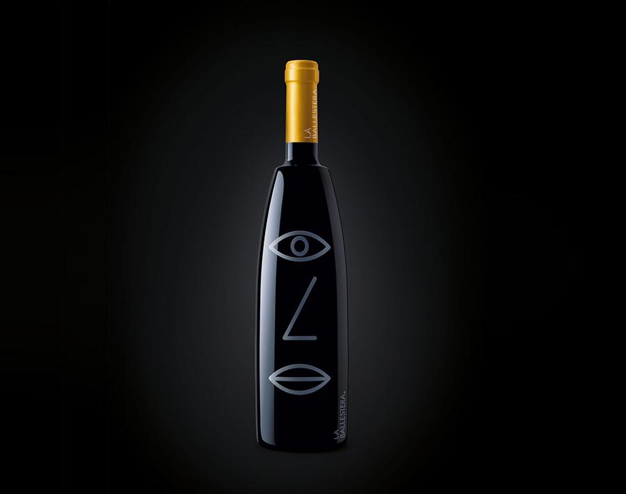 Identidad Visual La Ballestera en botella de vino tipo Syrah