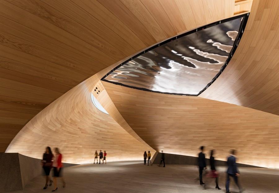 Formas de diseño paramétrico en el interior de edificio
