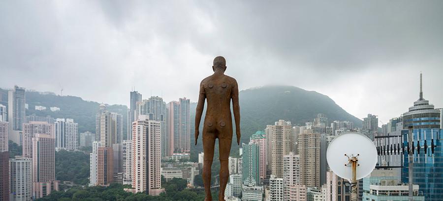 Instalación de Antony Gormley Event Horizon en Hong Kong, vista 8