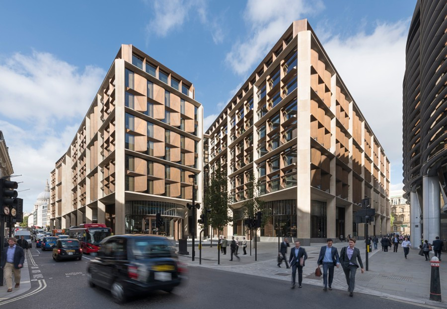 El proyecto Bloomberg Arcade se completa con restaurantes, tres plazas públicas ubicadas en cada extremo de la galería peatonal Watling Street y frente a la entrada del edificio