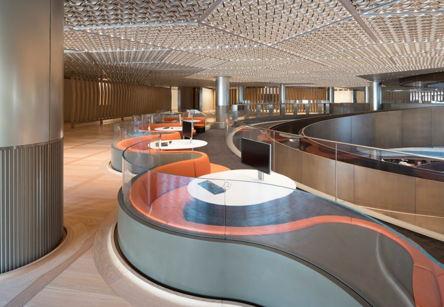 Numerosos espacios se hena creado para facilitar la interconexión de las 4.000 personas que trabajan en el edificio