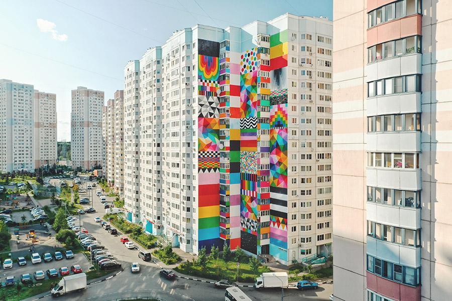 Flags of freedom, obra del año 2019 de Okuda San Miguel en un edificio de viviendas de Moscú