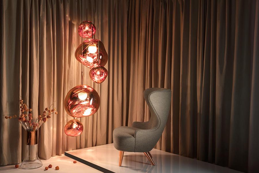 La lámpara melt ha sido disenada por Tom Dixon pensando en las formas irregulares, imperfectas y orgánicas de la naturaleza