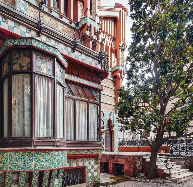 Detalle decorativo del exterior de la Casa Vicens realizada por el arquitecto catalán Antonio Gaudí en Barcelona