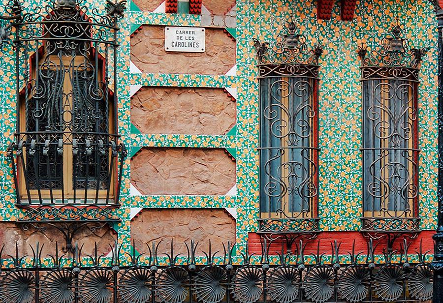 Detalle decorativo de ventanas de la Casa Vicens realizada por el arquitecto catalán Antonio Gaudí en Barcelona