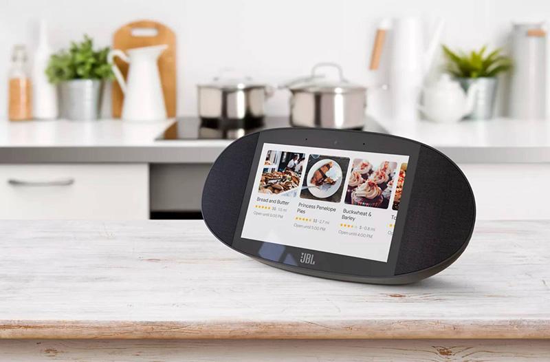 Altavoz compatible con el asistente de Google con pantalla fabricado por JBL.