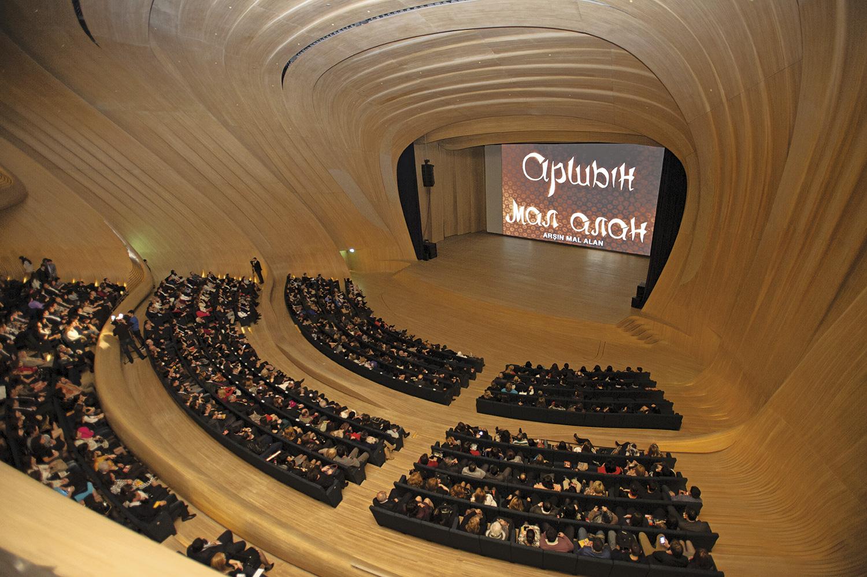 Auditorio del Centro cultural Heydar Aliyev en Bakú, Azerbaiyán