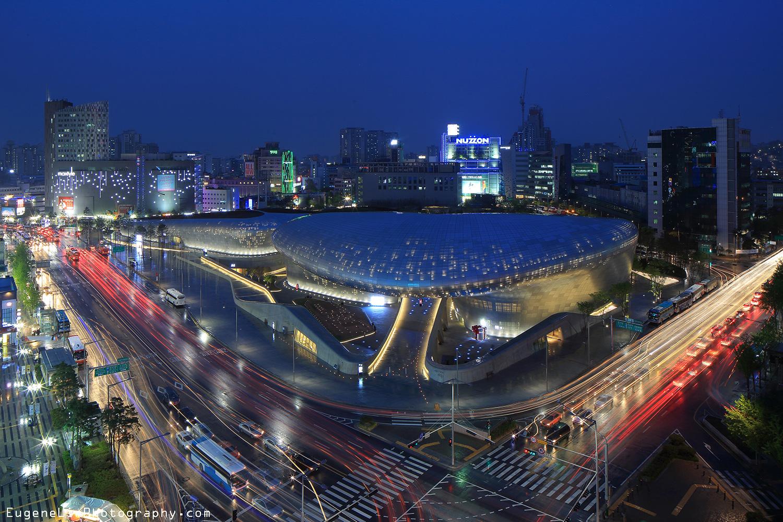 Vista aérea de Dongdaemun Design Plaza en Seul, Corea del Sur