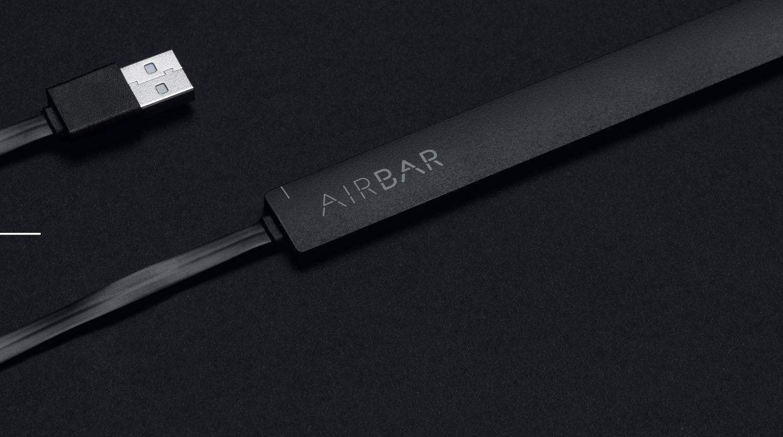 AirBar. Modelo negro con la clavija USB.
