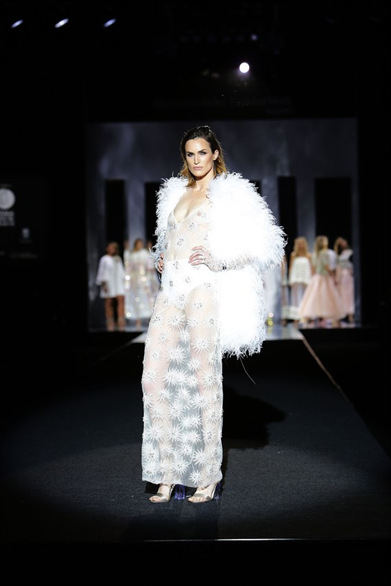 Madeleine Hjort en el desfile de Juan Duyos de la Mercedes Benz Fashion Week Madrid otoño-invierno 2017-2018 en el que cumplía 20 años en la pasarela.