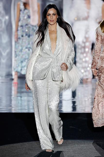 Helena Barquillo en el desfile de Juan Duyos de la Mercedes Benz Fashion Week Madrid otoño-invierno 2017-2018 en el que cumplía 20 años en la pasarela.