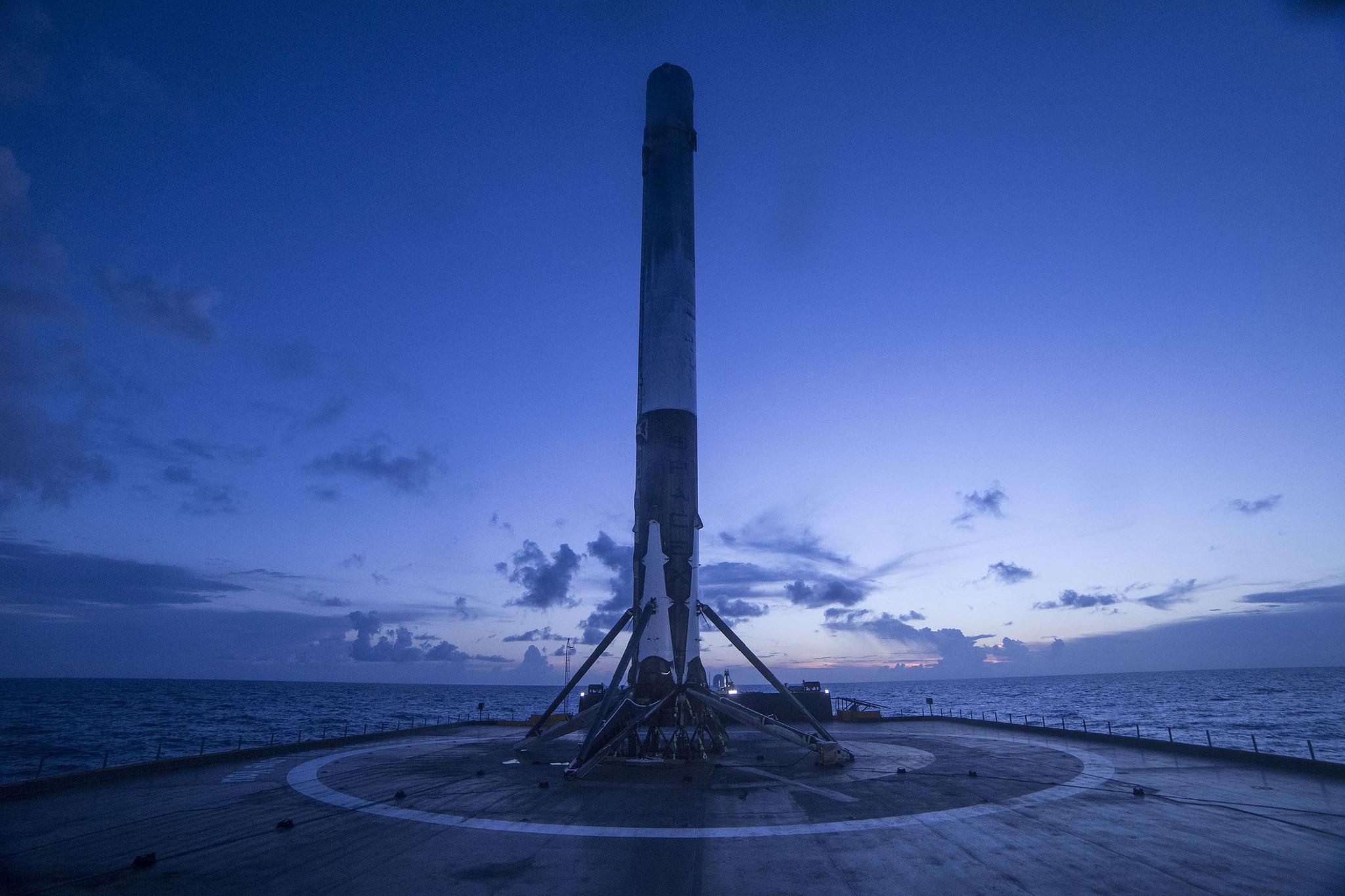 SpaceX logra la hazaña de aterrizar su cohete Falcon 9 en una plataforma flotante ubicada en el Océano Atlántico