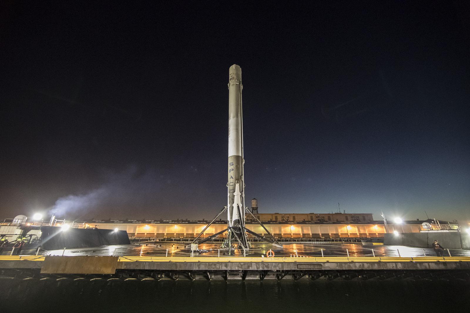 SpaceX logra la hazaña de aterrizar su cohete Falcon 9 en una plataforma marítima ubicada en el Océano Atlántico