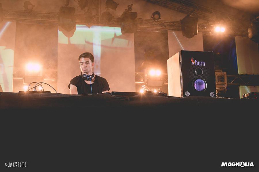 Imagen del dj Javi Row tomada en uno de sus dj sets, en una de sus sesiones en directo