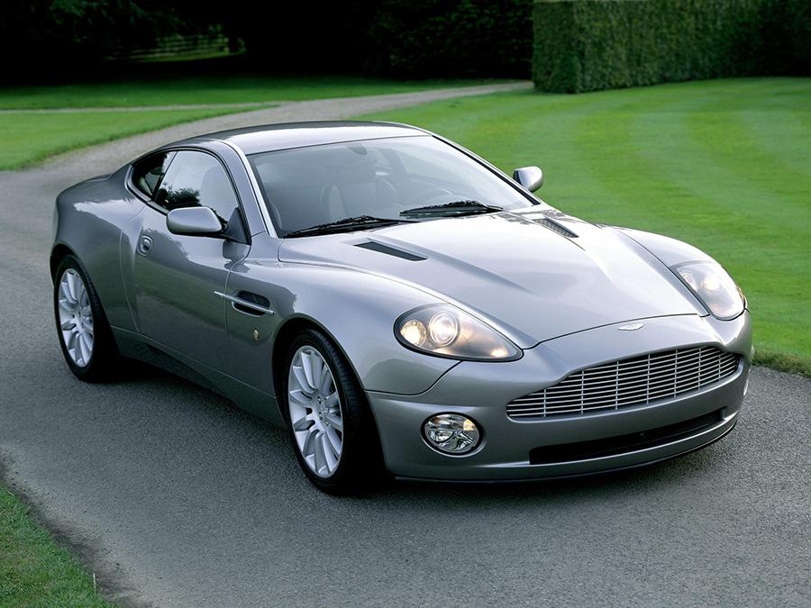 Diseño del coche Aston Martin V12 Vanquish