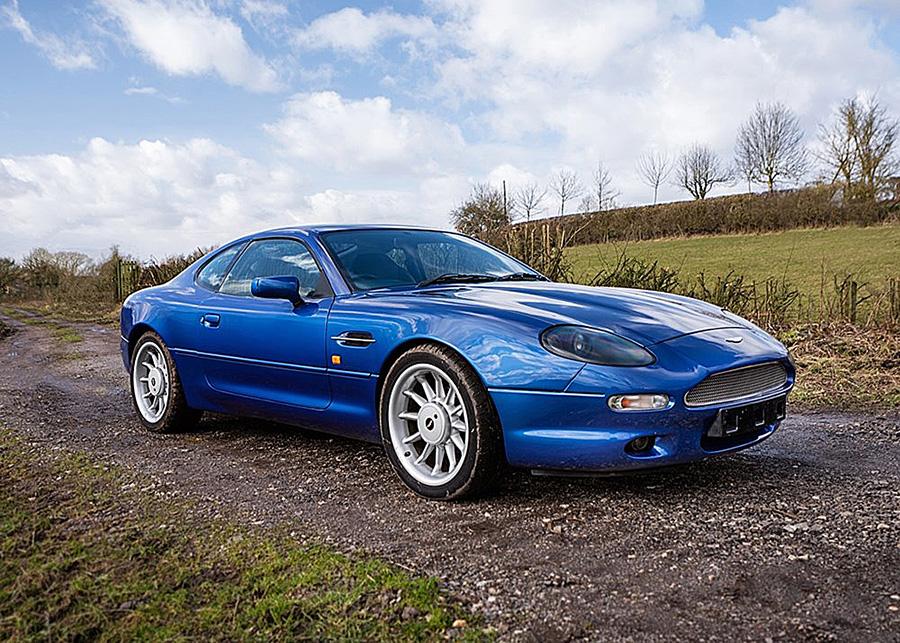 El coche Aston Martin DB7 de 1995