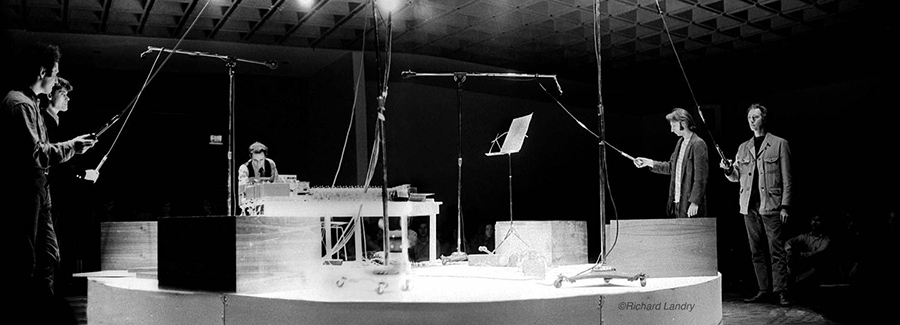 Pendulum Music, performance en el Whitney Museum of Art de Nueva York en 1969