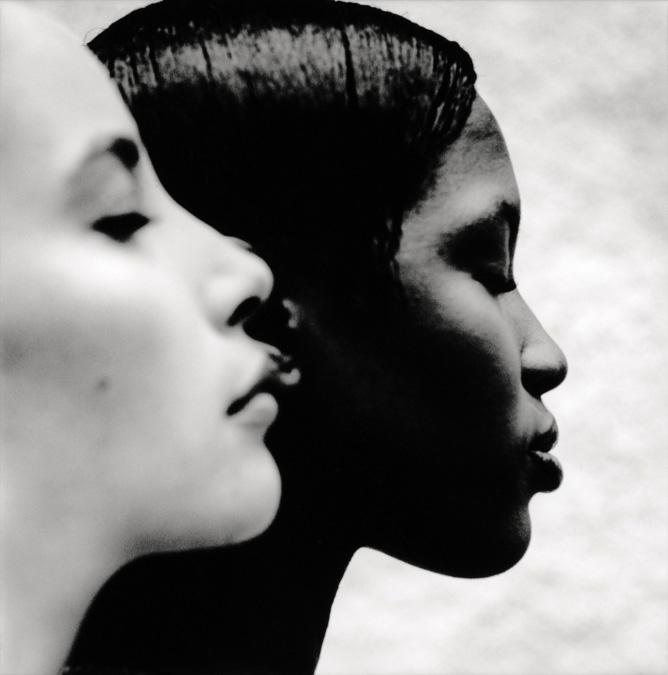 Retrato de las modelos Christy Turlington y Naomi Campbell realizado por Anton Corbijn en Dublin en el año 1993