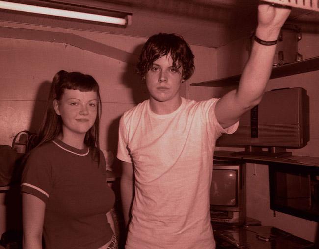 Jack White y Meg White, los componentes de The White Stripes en el año 2001 en Tokio, en su primera gira por Japón