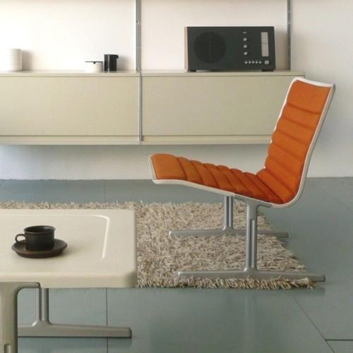 Silla, sistema de estanterías y radio diseñado todo por Dieter Rams