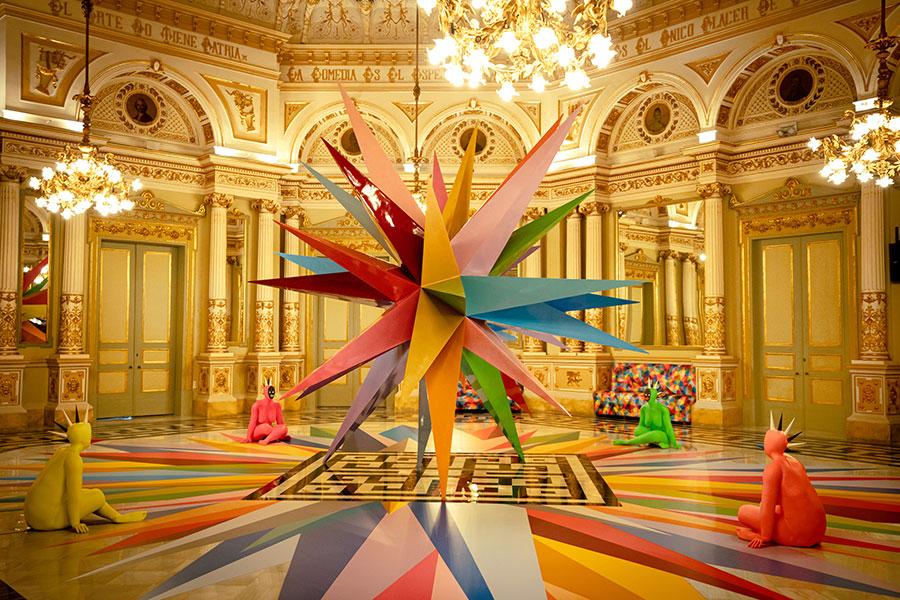 Meditations, instalación en el Teatre Liceu de Barcelona del artista Okuda San Miguel, imagen 2