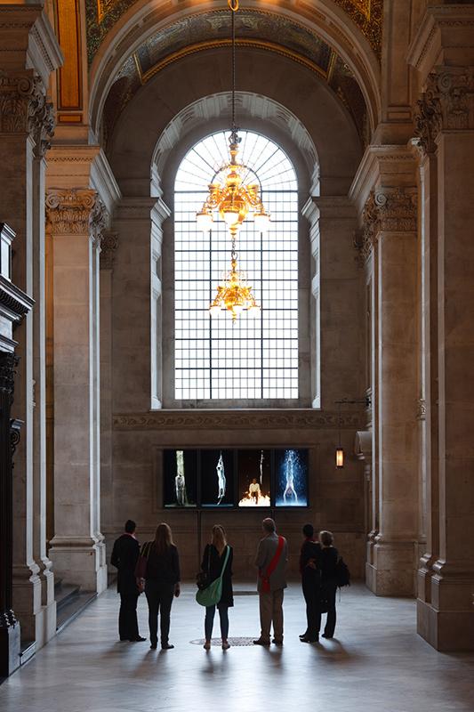 Instalación llevada a cabo por Bill Viola en 2014 en St Paul's Cathedral llamada Martyrs (Earth, Air, Fire, Water)