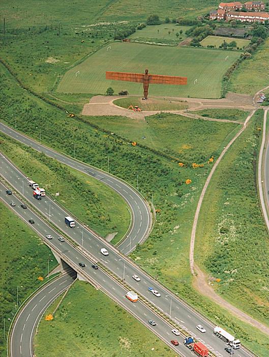Angel of the North, escultura gigante del escultor inglés Antony Gormley, vista 4