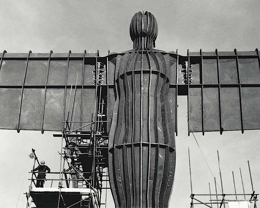 Angel of the North, escultura gigante del escultor inglés Antony Gormley, vista 7
