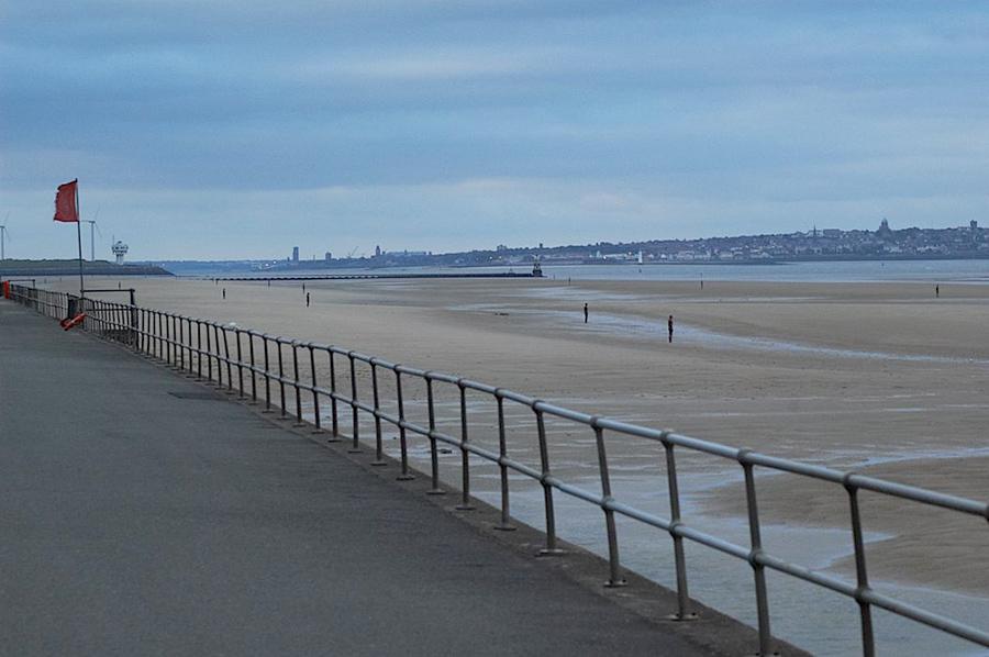 Another Place, instalación artística de Antony Gormley en la playa de Crosby Beach cerca de Liverpool, vista 12