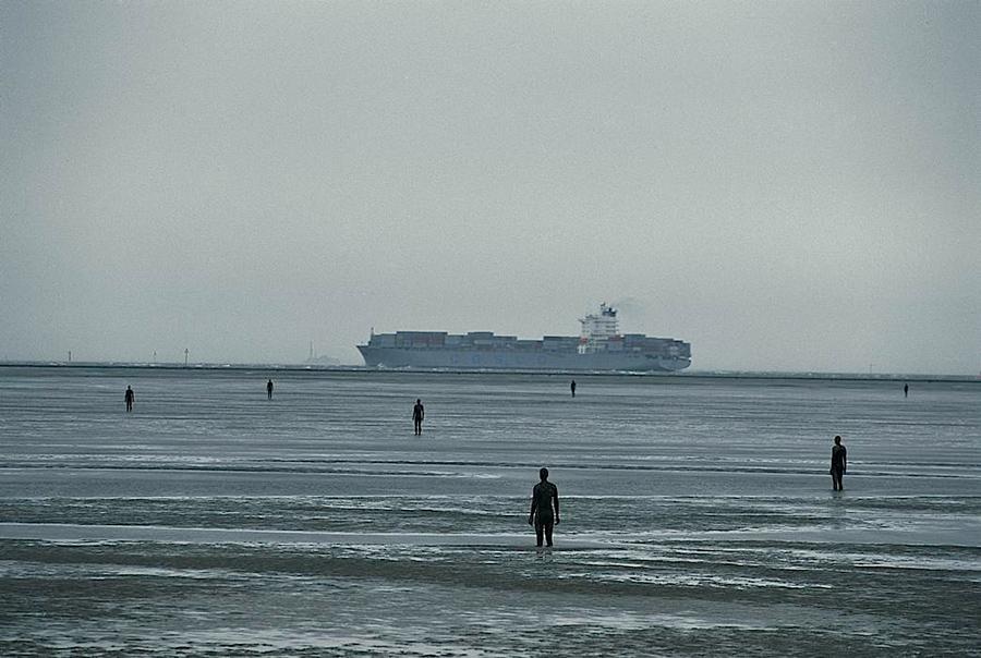 Another Place, instalación artística de Antony Gormley en la playa de Crosby Beach cerca de Liverpool, vista 3