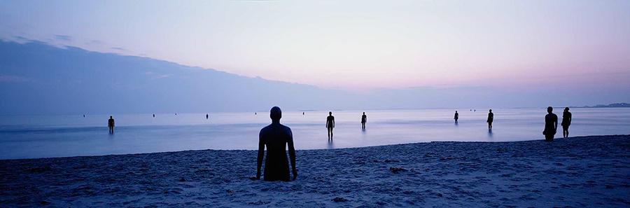 Another Place, instalación artística de Antony Gormley en la playa de Crosby Beach cerca de Liverpool, vista 4