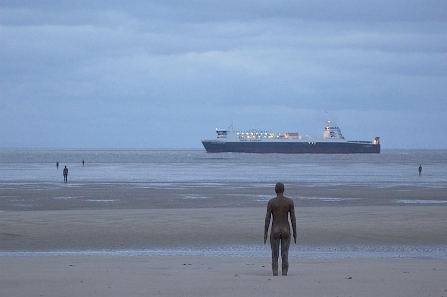 Another Place, instalación artística de Antony Gormley en la playa de Crosby Beach cerca de Liverpool, vista 8