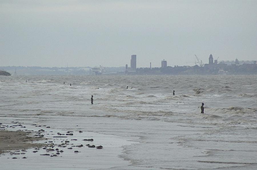 Another Place, instalación artística de Antony Gormley en la playa de Crosby Beach cerca de Liverpool, vista 9