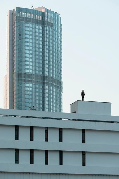 Instalación de Antony Gormley Event Horizon en Hong Kong, vista 15