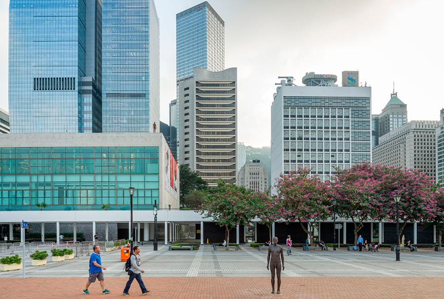 Instalación de Antony Gormley Event Horizon en Hong Kong, vista 2