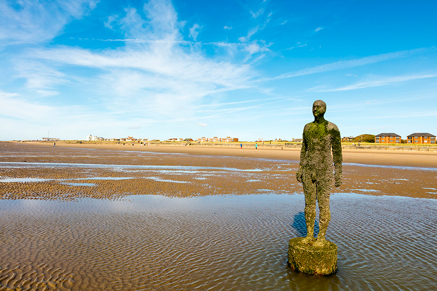 escultor Antony Gormley, obra Another Place, detalle de la base de la escultura.jpg