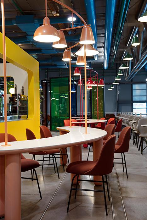 Imagen del proyecto de interiorismo realizado por Jaime Hayon para el Café Le Central en el Centro Pompidou de París