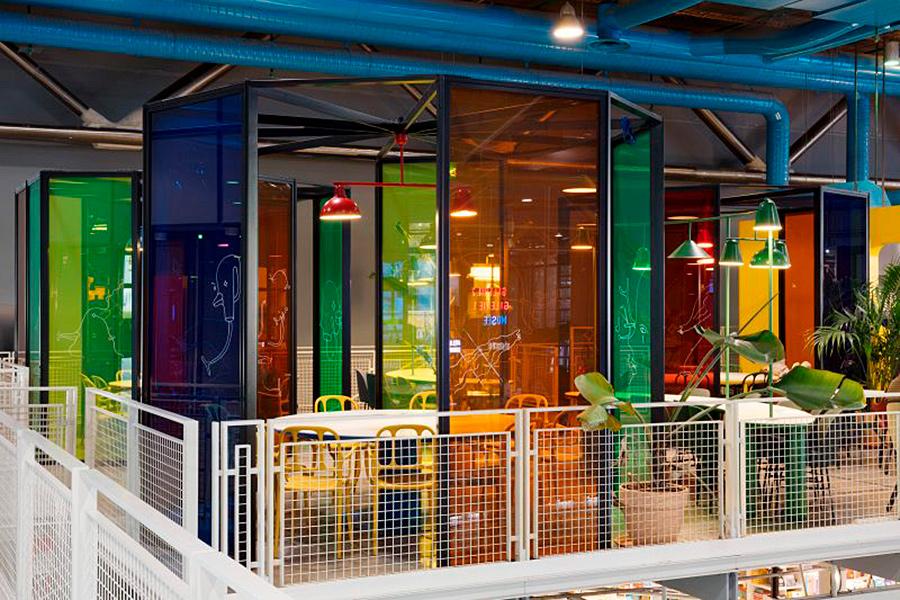Proyecto de interiorismo realizado por Jaime Hayon para el Café Le Central en el Centro Pompidou de París