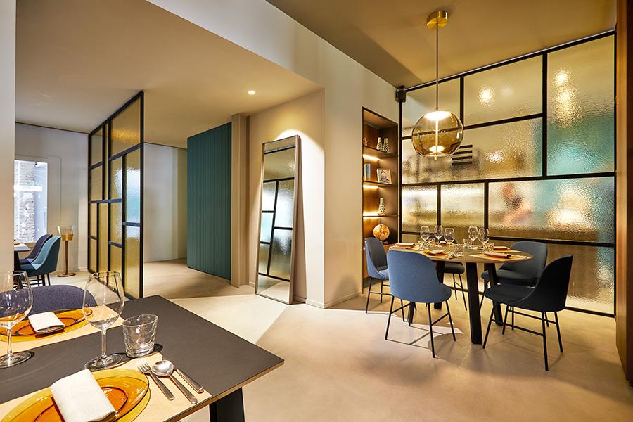 Proyecto de interiorismo en el que se incorpora la silla Aleta de Viccarbe diseñada por el diseñador Jaime Hayon