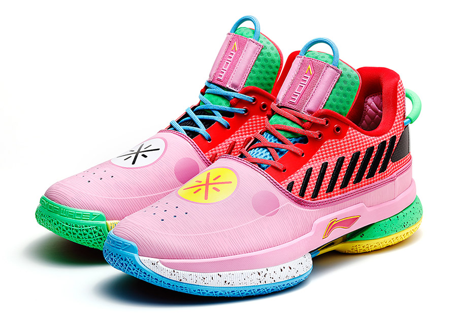Zapatillas de la la marca Way of wade que es una colaboración entre LI-NING y el jugador de baloncesto Dwyane Wade.