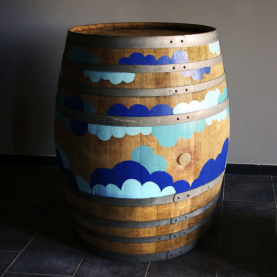 Arte y diseño en la barrica de la marca de vino La Ballestera