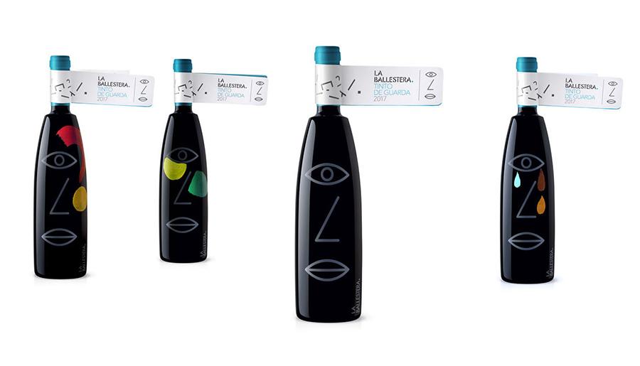 Conjunto de botellas de vino marca la ballestera